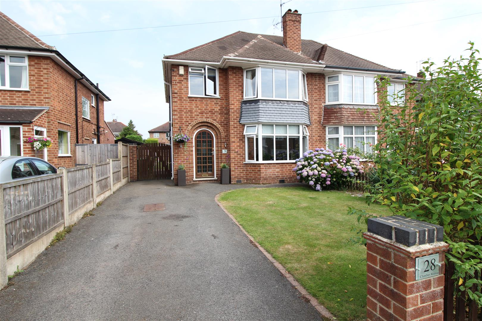 3 Bedrooms Semi Detached House for sale in Clumber Avenue, Chilwell, Nottingham
